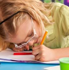 آیا فرزندتان در یادگیری مشکل دارد؟ ممکن است چشمش مشکل داشته باشد